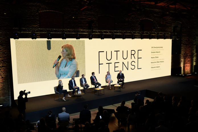 future_tense_lauba
